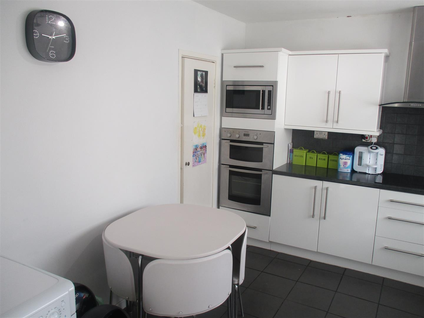 3 Bedrooms Apartment Flat for sale in Ogmore Road, Caerau, Cardiff
